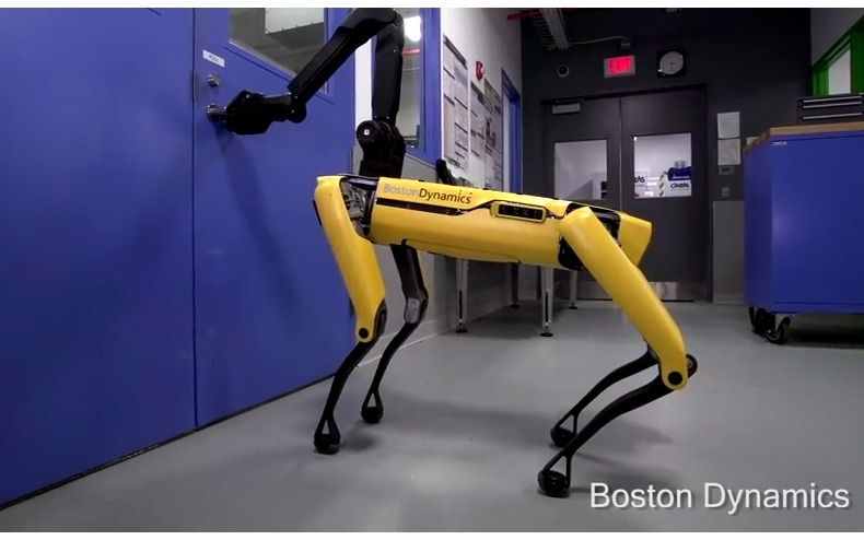 El robot que abre puertas y se convirtió en una estrella de las redes sociales