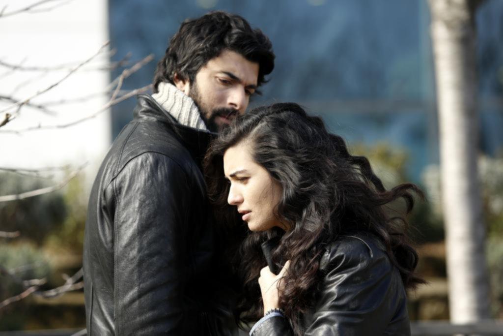 """""""Kara Para Ask"""": a la espera de Sandro, Telefé llena su grilla de ficciones turcas"""