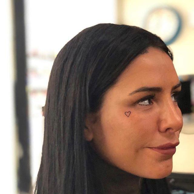Ya no tiene dónde tatuarse Cande Tinelli no para: ahora, ¡se dibujó un corazón en la cara!