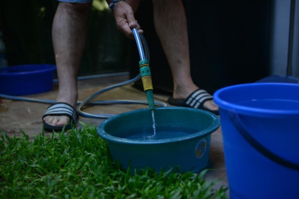 Se suman quejas en la Ciudad por la falta de agua corriente