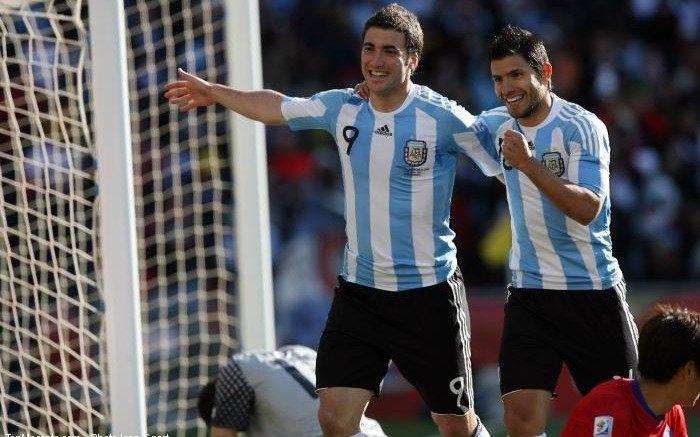 Campeón argentino del Mundial 78 manifestó que la delantera de la Selección debe ser Agüero-Higuaín