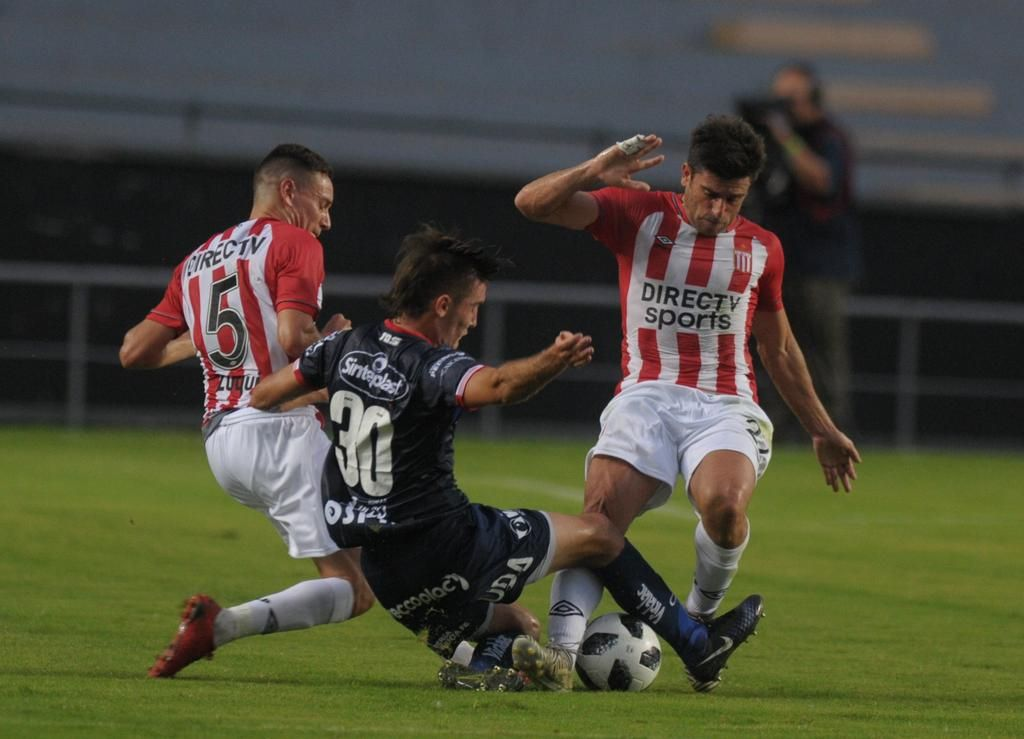 Braña se hizo amonestar para llegar a la quinta y descansar pensando en la Libertadores