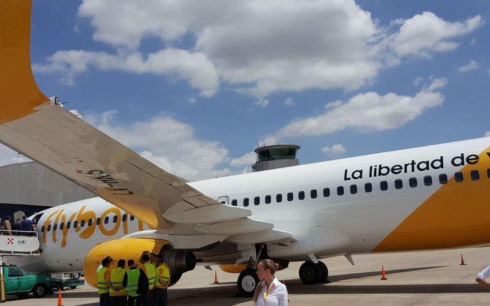 Flybondi cancela vuelos por restricciones en El Palomar y opera servicios desde Aeroparque