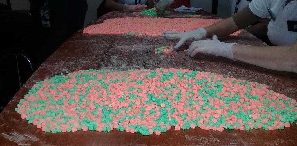 Detienen a una mujer en el aeropuerto de Misiones con 18 mil pastillas de éxtasis