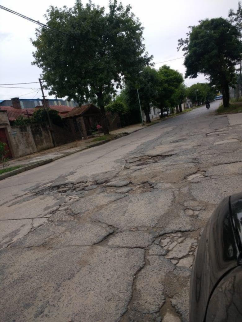 Calles destruidas tras el arreglo de la rotonda de 32