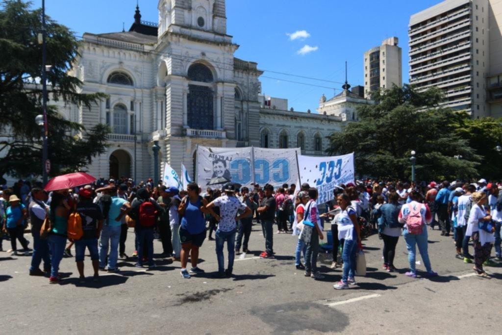 Organizaciones sociales protestaron en capital y La Plata