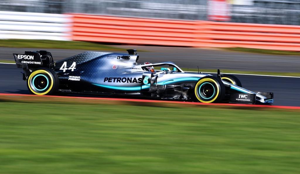 Mercedes reveló el diseño del auto que conducirá el campeón Lewis Hamilton