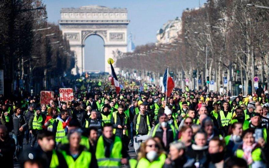 """Francia vivió un nuevo sábado de protestas de miles de """"chalecos amarillos"""""""