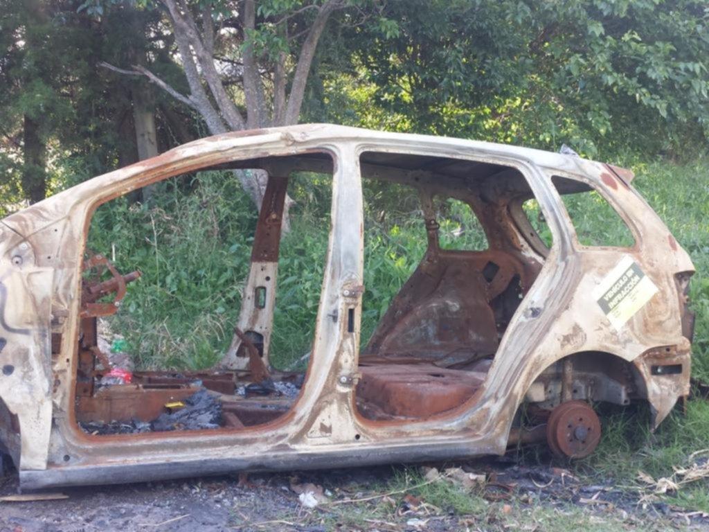 Piden remover un auto abandonado en 516 y 18