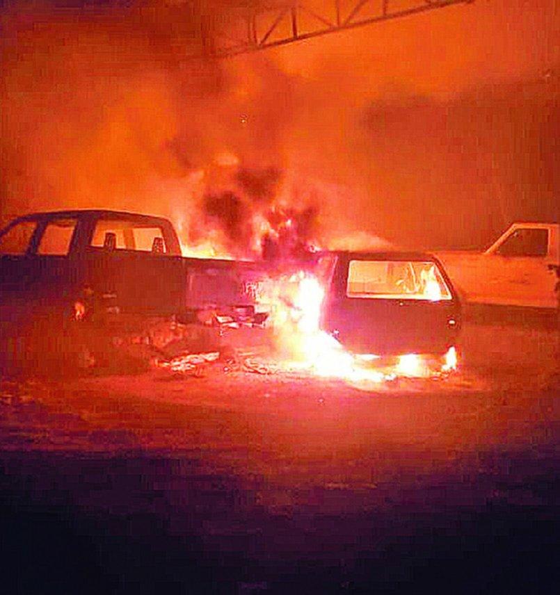 """Un incendio """"intencional"""" destruyó vehículos en la Delegación de Tolosa"""
