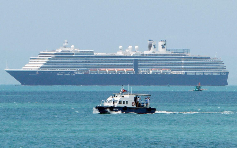 Hay cinco argentinos en el crucero que ningún puerto quería albergar