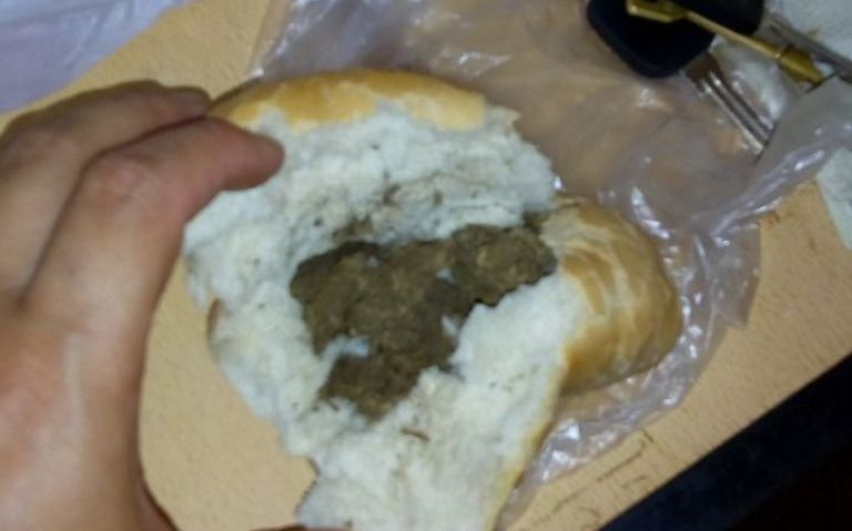 Intentó pasar marihuana dentro de un sándwich en la Unidad 10 de Los Hornos