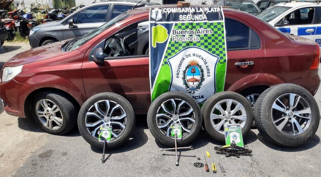 """Un """"roba ruedas"""" eligió el auto de un policía y terminó preso"""
