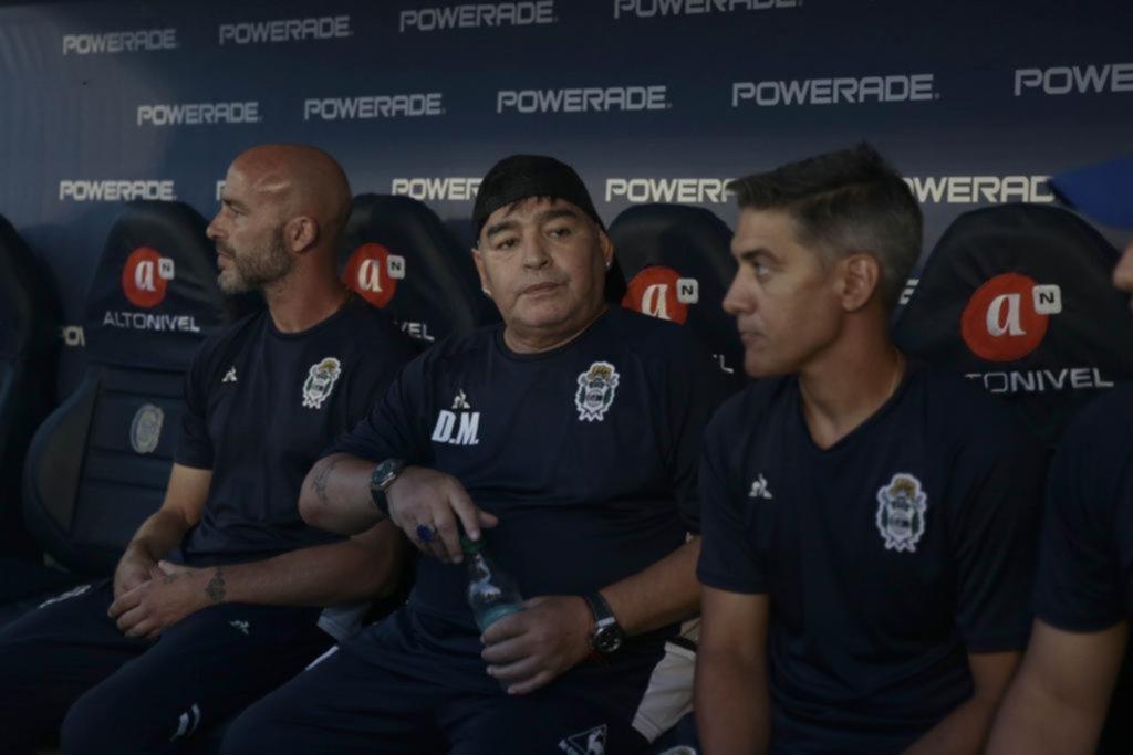 """""""Tenemos que pasarle la pelota a los que tienen camiseta azul y blanca"""""""