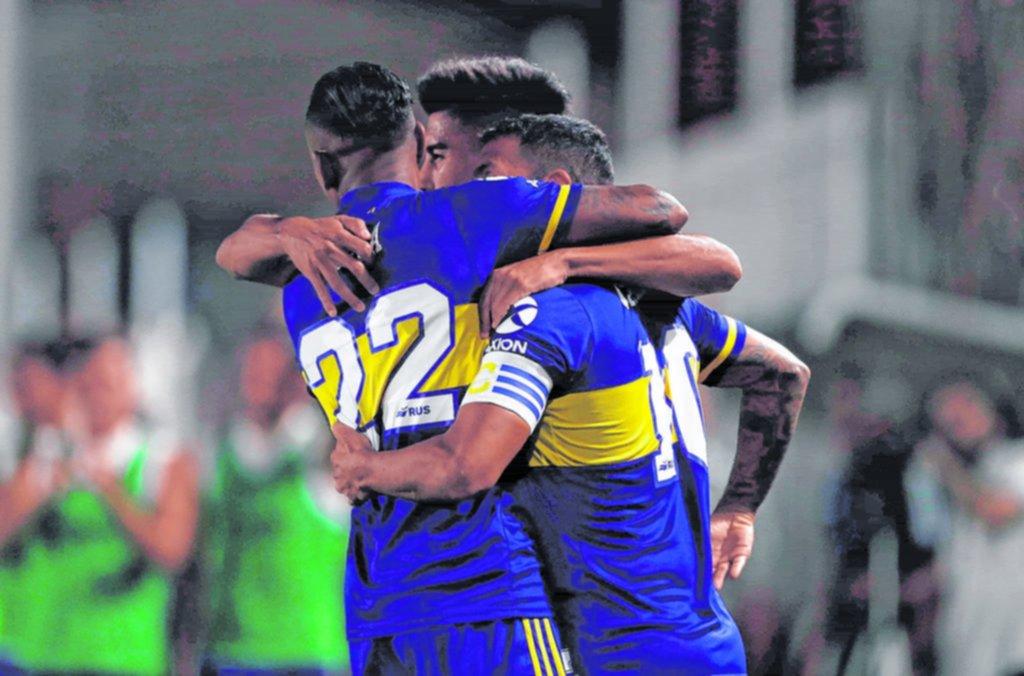 Boca goleó en Santiago del Estero y no se baja de la pelea por el título de campeón