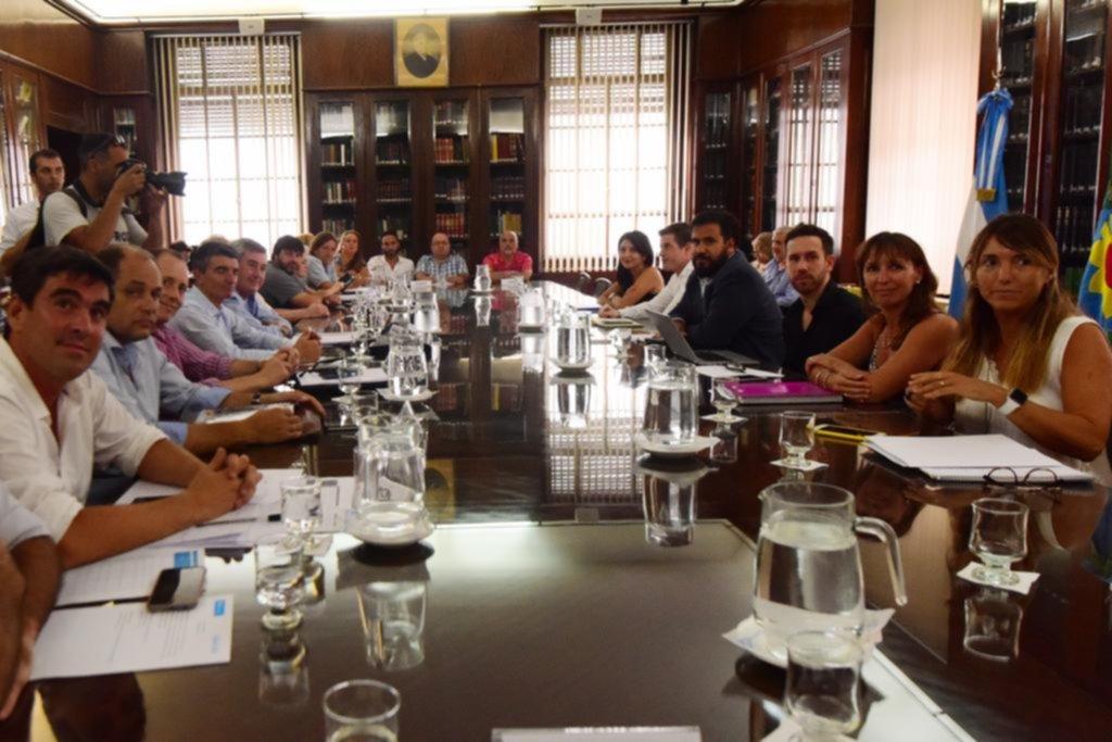 La Provincia pagará adelanto de 4 mil pesos a los estatales