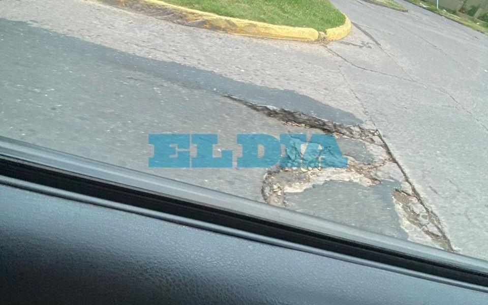 "Bronca por otro ""bache romperuedas"" en La Plata"