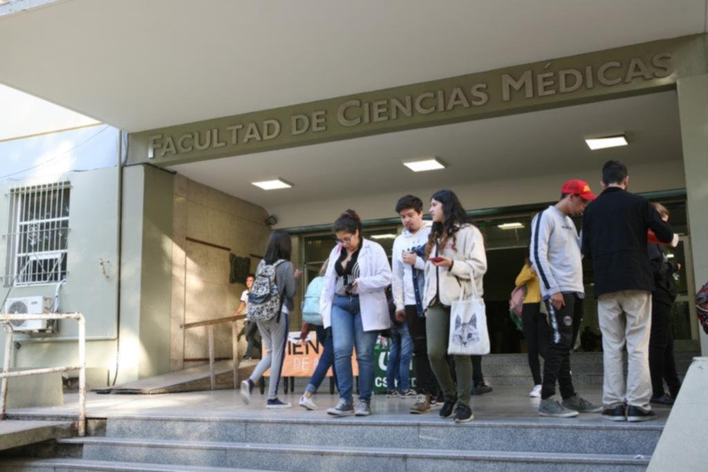 Enorme revuelo en Medicina por la posible eliminación de una cátedra troncal