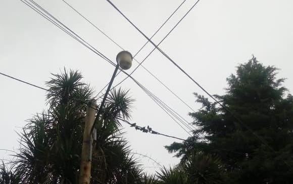 Reclamo por luminarias que no funcionan en City Bell