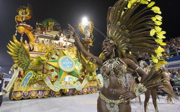 Con un operativo aéreo, en San Pablo intentarán suspender las lluvias antes que el carnaval