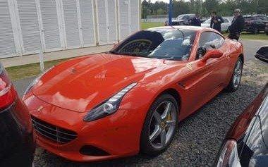 La Ferrari de Carlos Tevez rompió la monotonía en la práctica de Boca