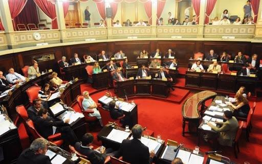 Sin poder retirarlos, Kicillof negociará pliegos de jueces con el Presupuesto