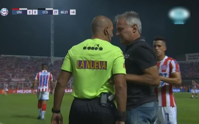 Ataque de furia de Madelón que agredió al cuarto árbitro y terminó expulsado