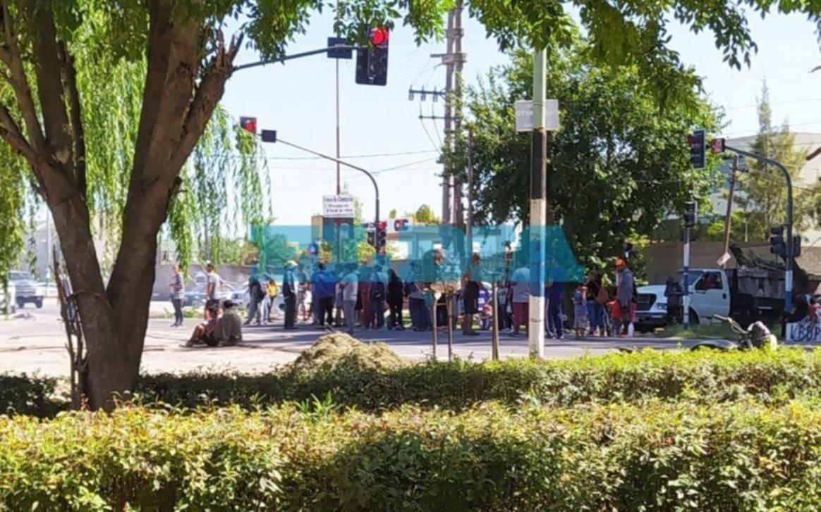 Piquetes de usurpadores en Los Hornos mientras buscan avanzar en un plan de urbanización