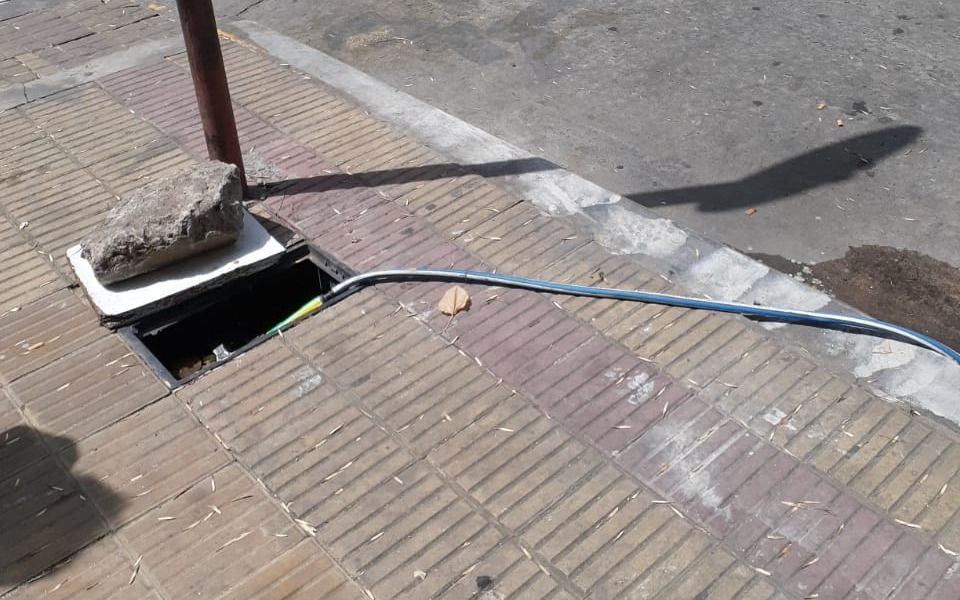 "Parque Saavedra: apuntan a vendedores ambulantes por ""curiosa"" forma de extraer agua"