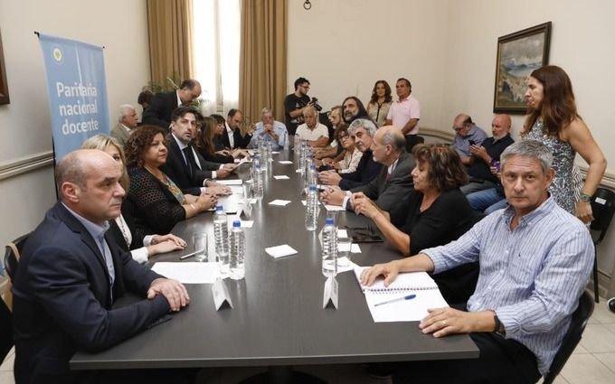 Hubo acuerdo entre los gremios y el Gobierno por la paritaria nacional docente