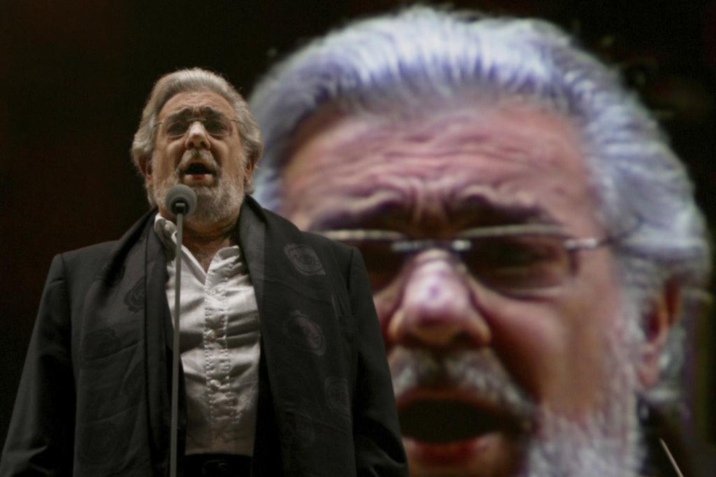 Para nada Plácido: la situación del tenor se complica tras aceptar su culpa: le cierran las puertas