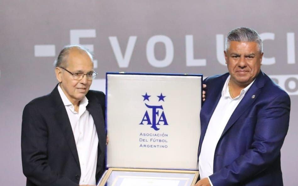 Sabella fue homenajeado por AFA y Conmebol