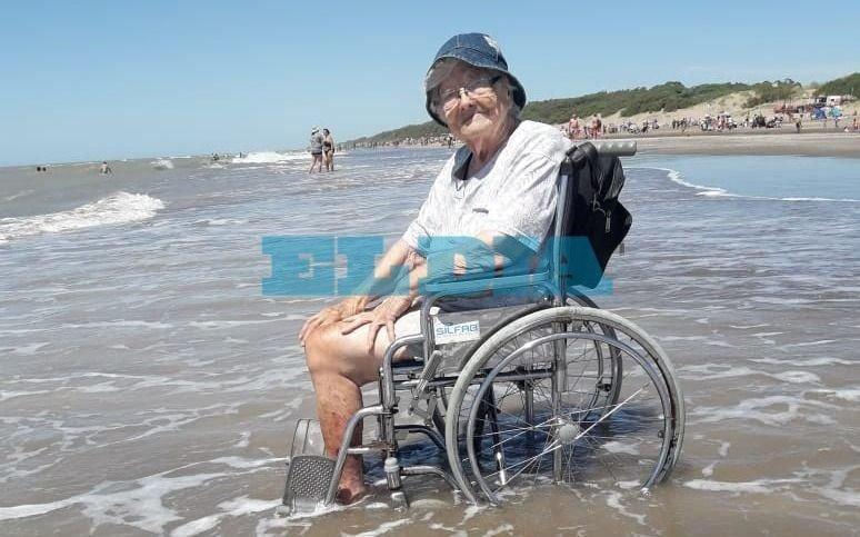 Alegría inmensa: la platense de 93 años que visitó el mar tras el largo encierro de la pandemia