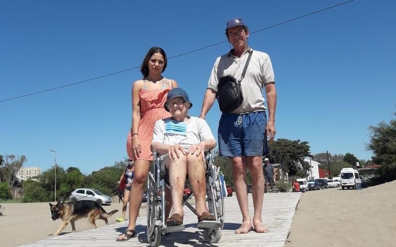 Amelia, la platense de 93 años que después de un año de encierro pudo volver al mar