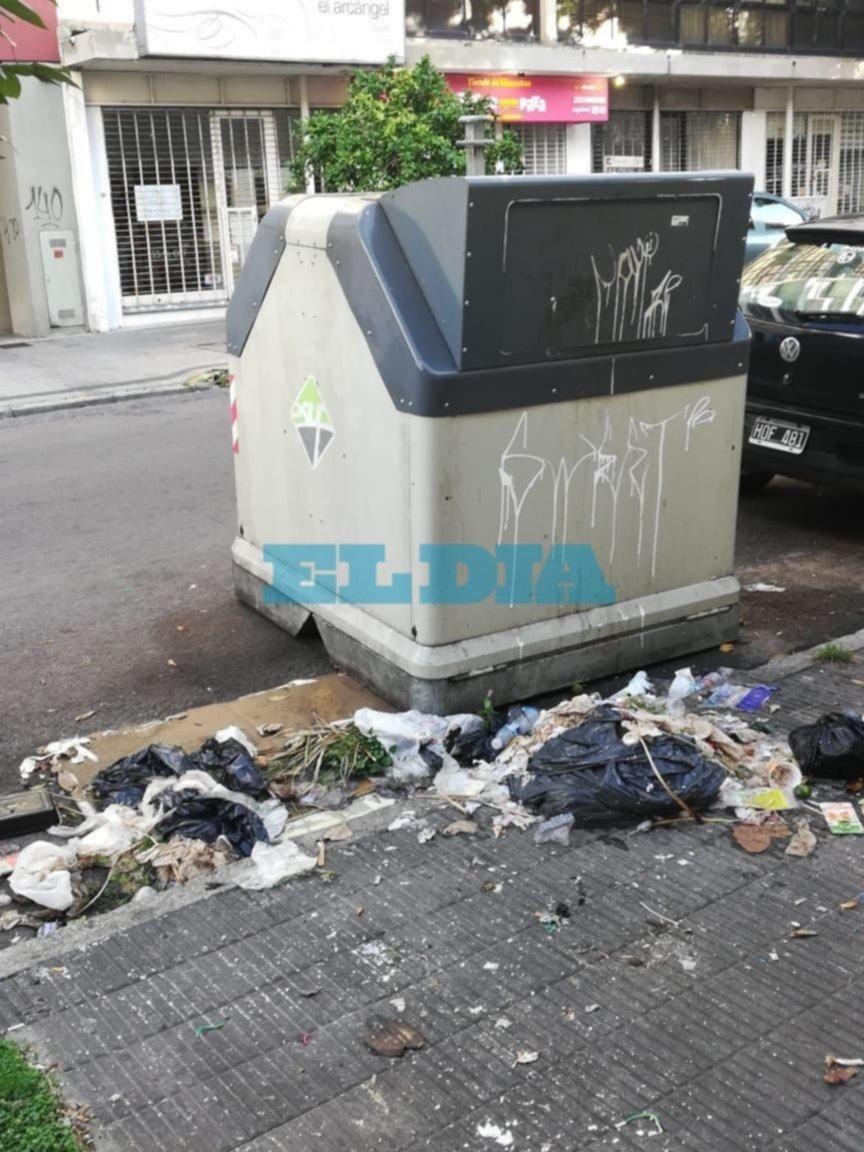 """Quejas por basura en la vía pública: """"Así amanecemos en pleno centro"""""""