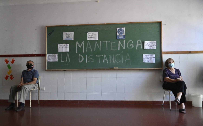 Cómo está la vacunación de personal de Salud y adultos mayores en La Plata y Provincia