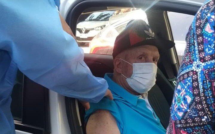 Carlos Timoteo Griguol, a sus 86 años, recibió la vacuna contra el coronavirus