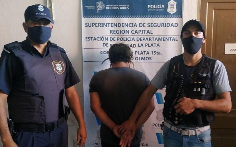 Tras la denuncia de su ex mujer, lo detienen en Olmos por violar la perimetral