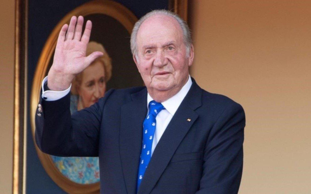 """Juan Carlos, rey emérito de España, tuvo que hacer una """"vaquita"""" entre amigos empresarios para pagarle al fisco"""
