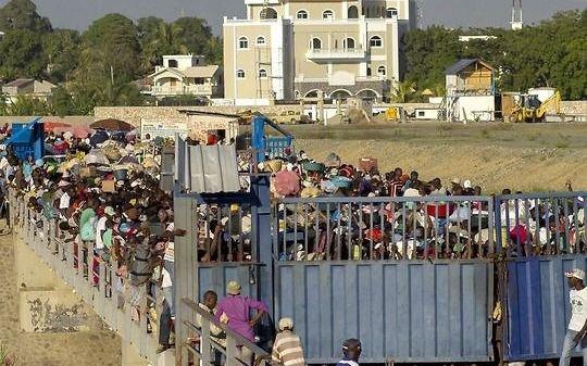 Dominicana anunció que construirá una verja en la frontera con Haití