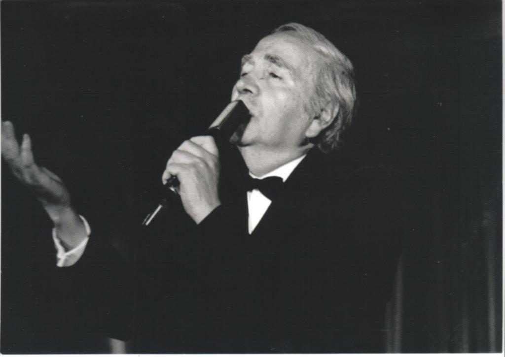 El tango llora la muerte del cantante platense Héctor Omar, a los 89 años