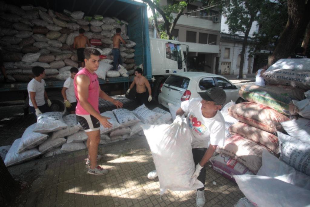 Diez toneladas de tapitas para el Hospital de Niños