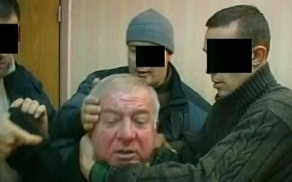 """Envenenaron a un exespía ruso y Londres """"responderá con contundencia"""" al responsable"""