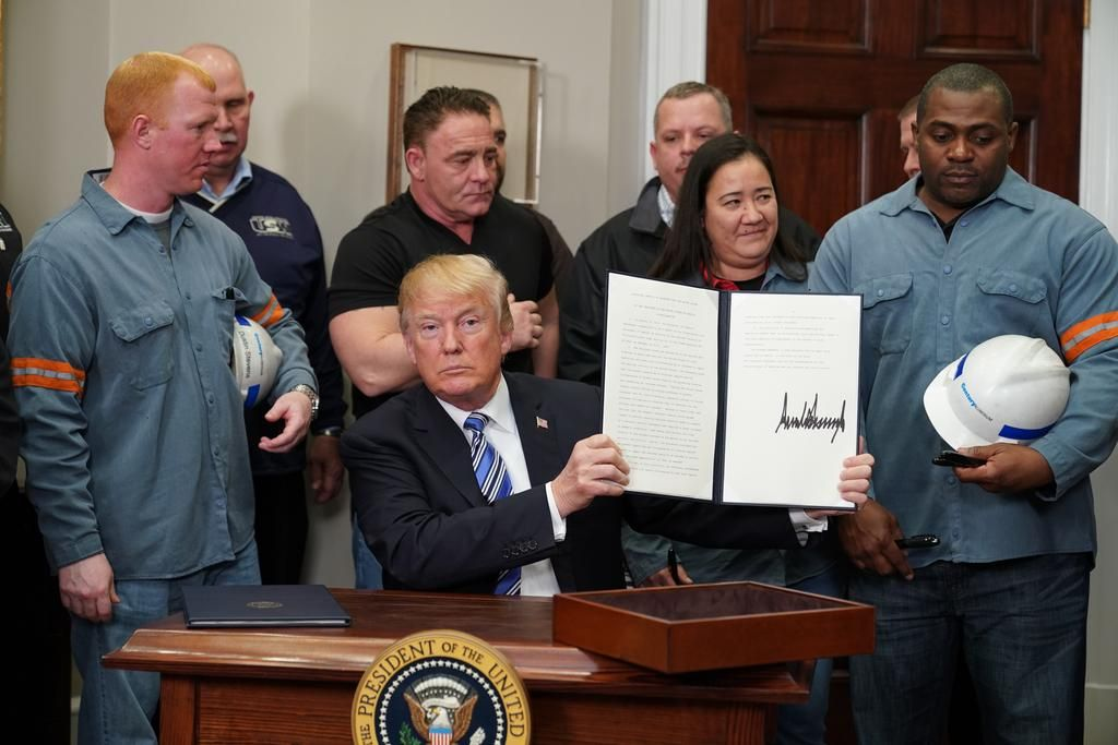 Trump grava el acero y el aluminio pese a las advertencias de guerra comercial
