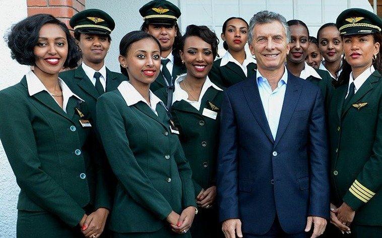 En el Día de la Mujer, una aerolínea llega a Argentina solo con tripulación femenina