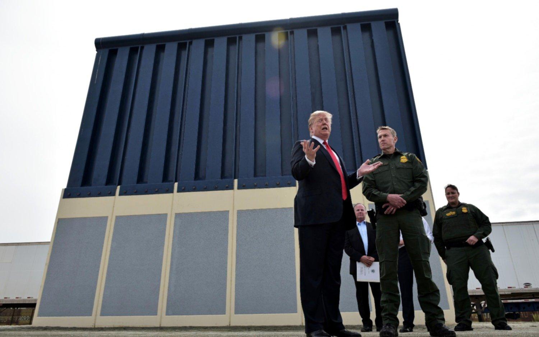 Trump inspeccionó modelos del muro para la frontera con Mexico