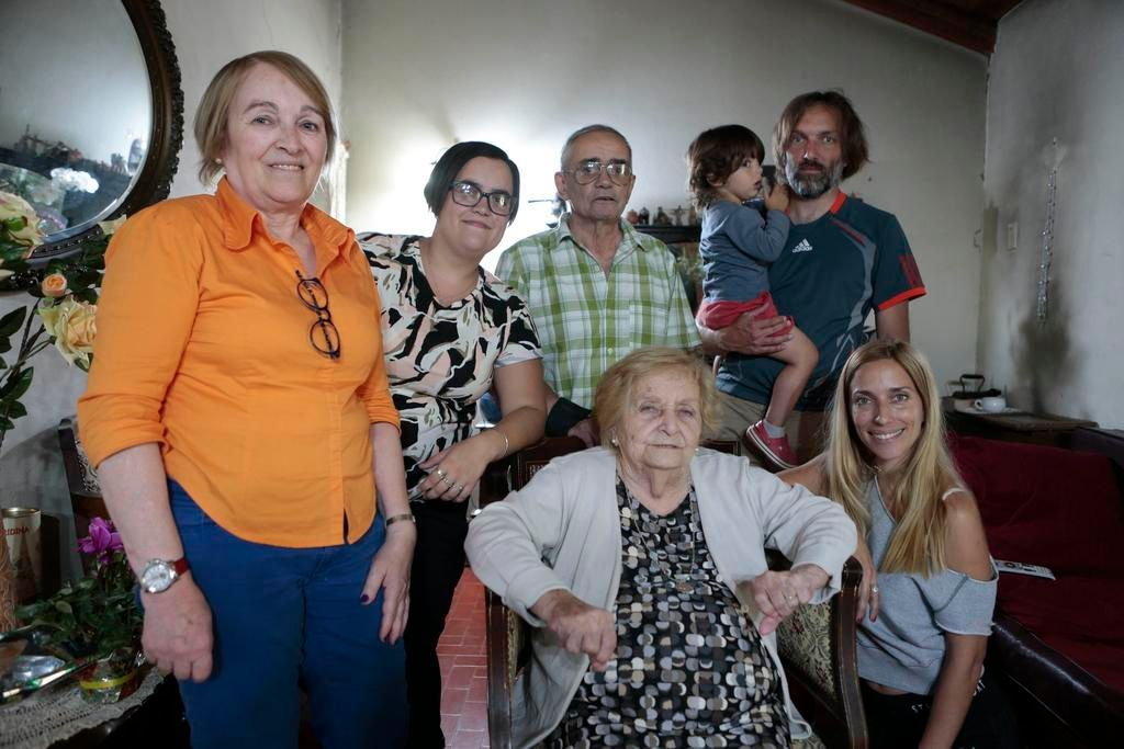 Josefa, una maestra rural que dedicó su vida a la docencia, sopló 100 velitas