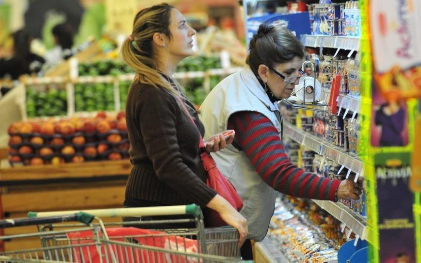 Impulsada por aumentos en servicios y alimentos, la inflación de febrero ascendió a 2,4%