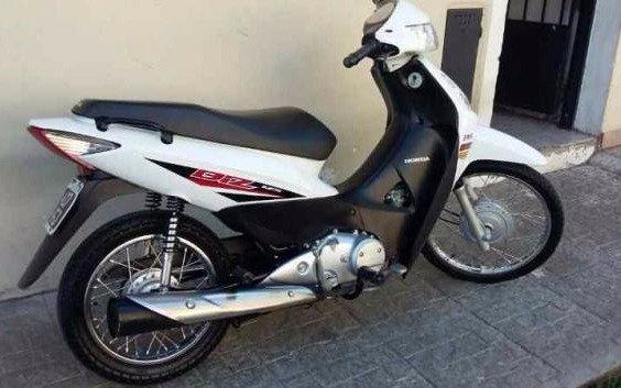 Menor apuñaló a otro para robarle la moto en Villa Alba