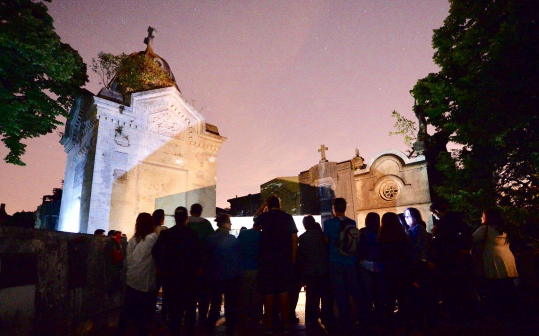 Ofrecen una visita guiada nocturna para conocer el Cementerio Municipal